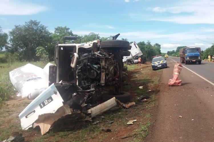 Carreta envolvida no acidente. Foto: PRF/Divulgação