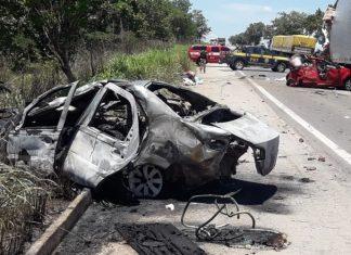Acidente deixou sete mortos e cinco feridos. Foto: Corpo de Bombeiros/Divulgação