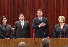 Jair Bolsonaro durante Hino Nacional. Foto: Reprodução