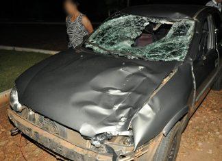 Corsa ficou danificado. Foto: Fábio Menezes/Regiãoline/Reprodução
