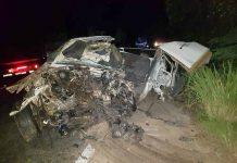 Carro ficou destruído. Foto: PRF/Divulgação