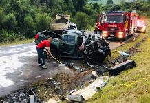Colisão foi entre caminhonete e caminhão caçamba. Foto: PRE/Divulgação