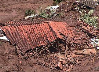 Casa fica abaixo da lama após rompimento de barragem. Foto: TV Globo/Reprodução