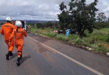 Bombeiros chegam para atendimento às vítimas do acidente. Foto: PRF/Divulgação