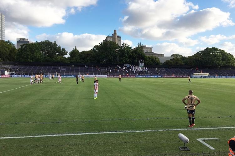 River Plate-URU e Santos se enfrentaram nesta terça-feira (12). Foto: Reprodução/Twitter