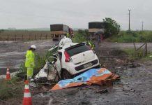 Veículo ficou totalmente destruído e duas pessoas morreram. Foto: Rodrigo Rodrigues/Nova Alvorada News/Reprodução
