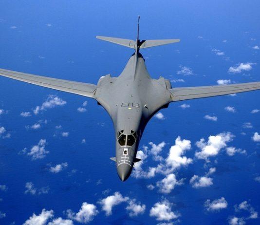 Avião militar. Foto: Pixabay