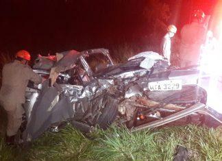 Vítimas ocupavam o carro de passeio. Foto: Ronaldo Bueno/Folha da Cidade MS/Repodução