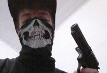 Guilherme segurando arma. Foto foi postada horas antes do ataque. Foto: Reprodução