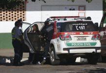 Agentes da Polícia Civil foram à escola fazer uma varredura. Foto: José Cruz/Agência Brasil