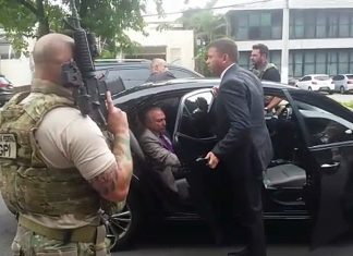 Momento em que o ex-presidente Michel Temer é abordado pela Polícia Federal. Foto: Reprodução