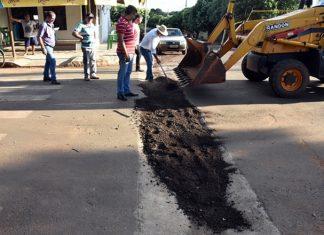 Profundidade das canaletas causaram prejuízos. Foto: Adauto Dias/Glórianews/Reprodução