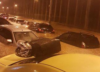 Carros debaixo d'água na Rua Jardim Botânico. Foto: Reprodução
