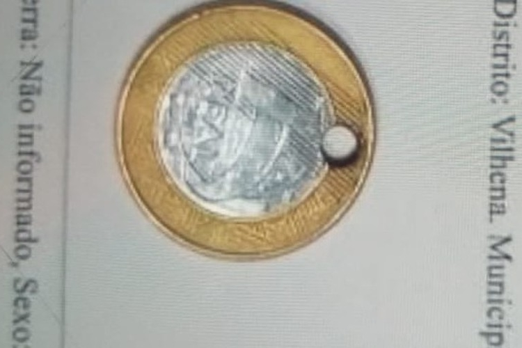 Rapaz disse que pretendia fazer um pingente com a moeda. Foto: PM/Divulgação