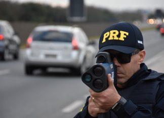 PRF fiscalizando rodovia. Foto: Divulgação