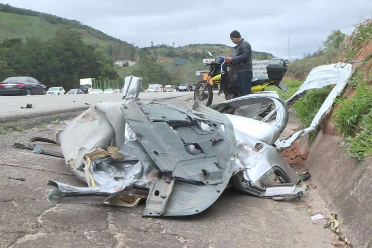 Um dos 4 carros envolvidos no acidente na Castello Branco. Foto: Reprodução