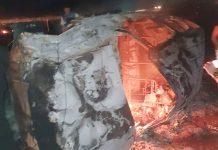 Carro pegou fogo após o acidente. Foto: Reprodução