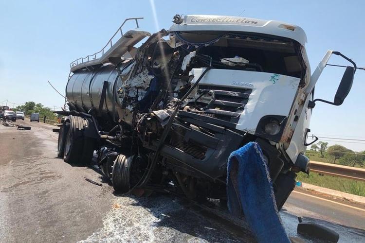 Acidente com caminhão de Glória de Dourados deixa feridos. Foto: José Almir Portela/Nova News