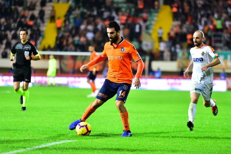 Arda Turan. Foto: Site oficial do İstanbul Başakşehir FK