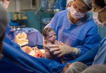 """Bebê nasce com cara de """"brava"""" e viraliza. Foto: Rodrigo Kunstmann/Reprodução"""