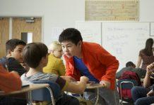 Como ajudar os jovens a enfrentar o bullying, a solidão e outras pressões na escola. Foto: Cortesia das Testemunhas de Jeová