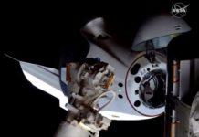 Momento em que a nave Dragon Crew chega na Estação Espacial Internacional. Foto: Nasa/Reprodução
