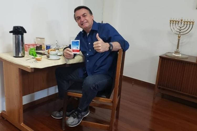 Jair Bolsonaro celebra cura da covid-19. Foto: Reprodução