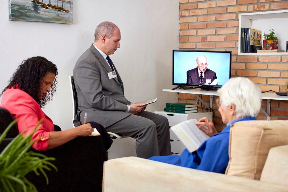 Programa do congresso pode ser visto no JW.ORG. Foto: Cortesia das Testemunhas de Jeová