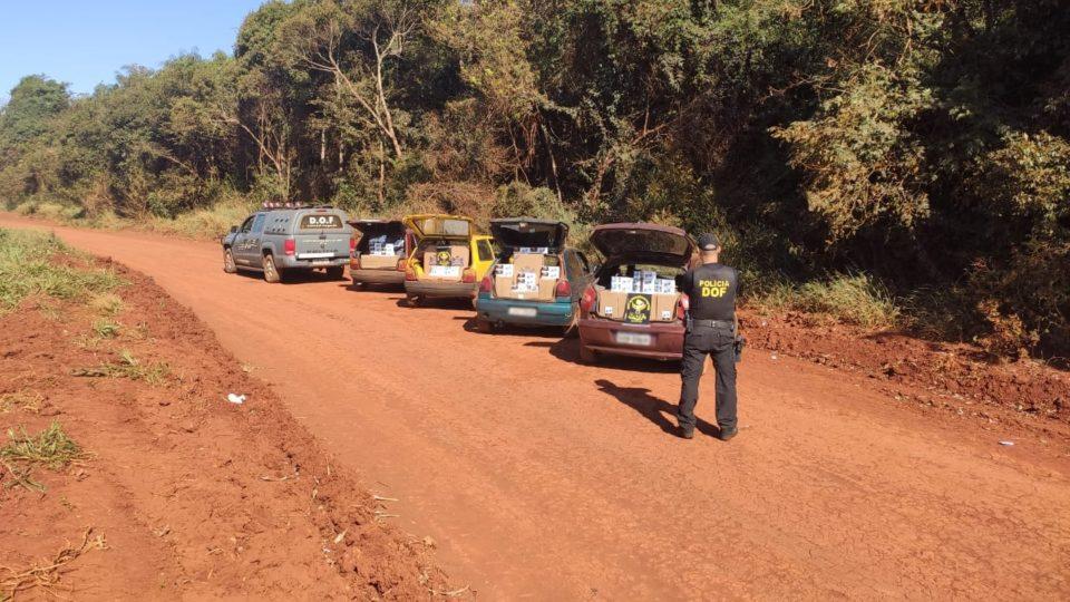Quatro veículos que seguiam com cigarros contrabandeados foram apreendidos pelo DOF. Foto: DOF/Divulgação