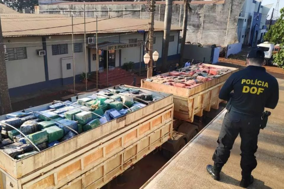 Droga estava nos semireboques de um caminhão bi-trem. Foto: Adilson Domingos/Reprodução
