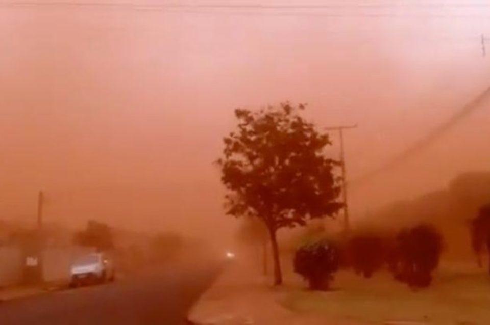 A tempestade de areia prejudicou a visibilidade em várias regiões. Foto: Reprodução