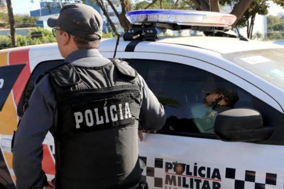O suspeito deteve um homem que ameaçava matar a mulher com um facão. Foto: PMMT