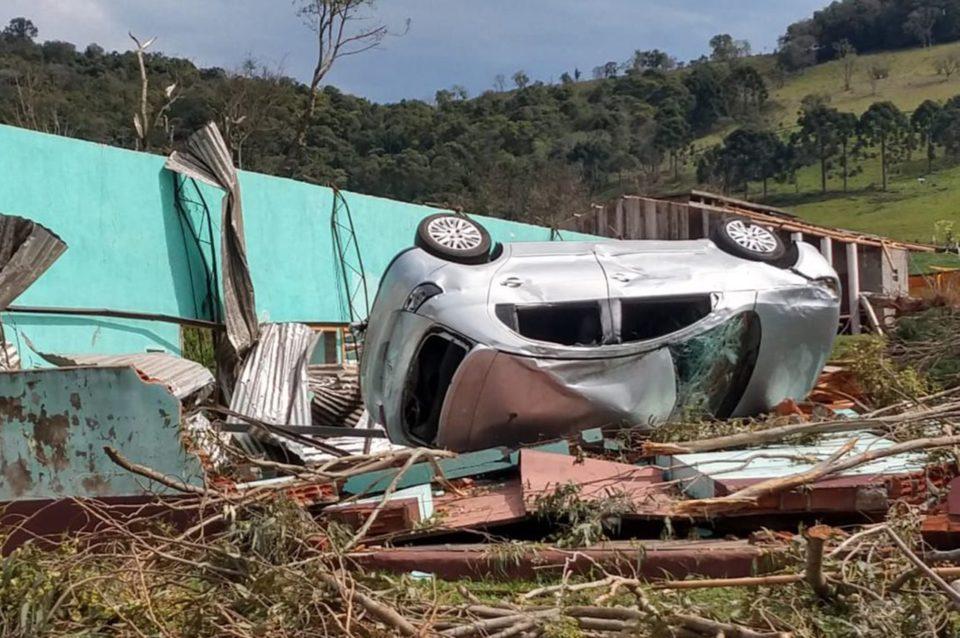 Tornados e as tempestades provocaram estragos em 26 municípios de SC. Foto: Flávio Júnior/Defesa Civil