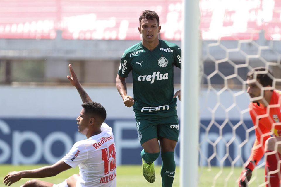 Gabriel Veron, do Palmeiras comemora gol diante do Red Bull Bragantino. Foto: Cesar Greco/Agência Palmeiras