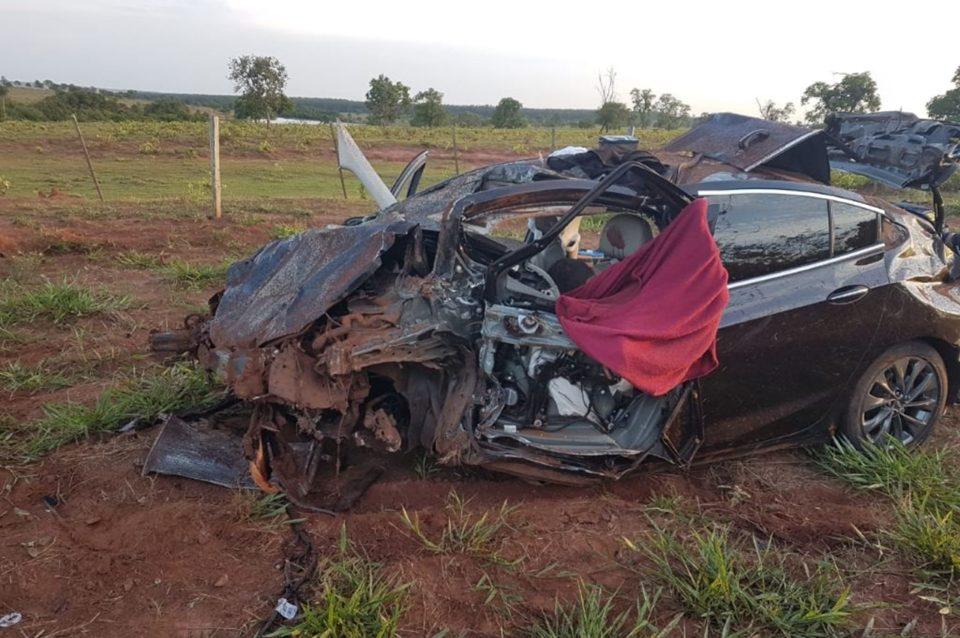 Carro ficou destruído. Foto: Luis Gustavo/Jornal da Nova/Reprodução