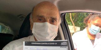 Drauzio Varella é vacinado contra a covid-19 em SP. Foto: Reprodução/Twitter