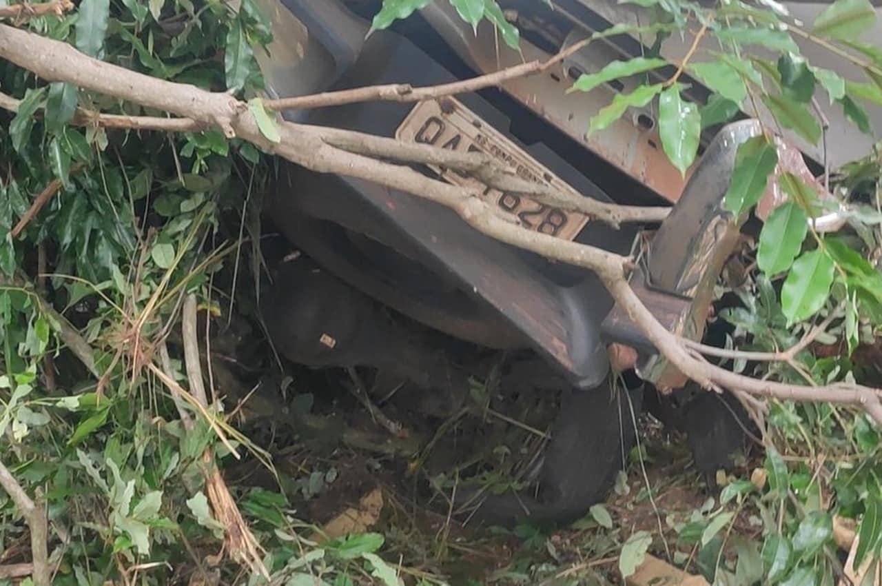 Traficante morre após fugir da polícia e capotar caminhonete carregada com 1 tonelada de droga. Foto: PRF/Divulgação