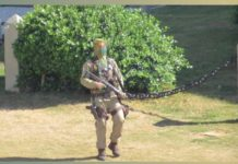 Policial militar 'surta' e dispara tiros para cima na região do Farol da Barra. Foto: Reprodução
