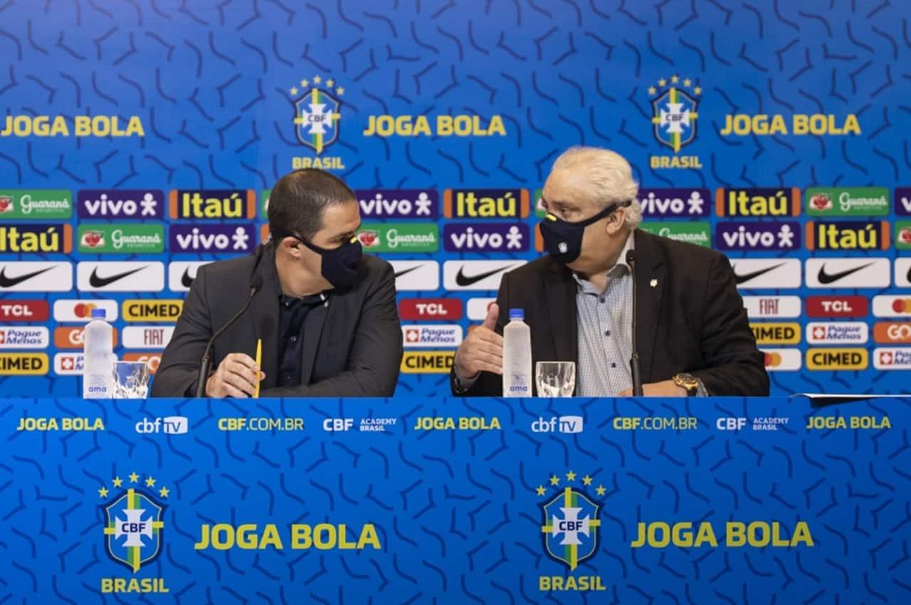 André Jardine e Branco durante a convocação da Seleção Brasileira para os jogos de Tóquio 2020. Foto: Thais Magalhães/CBF