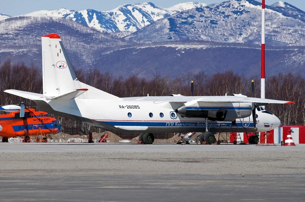 A aeronave An-26, com o prefixo RA-26085, no aeroporto de Patropavlovsk-Kamchatckiy. Foto: Ministério de Situações de Emergência da Rússia