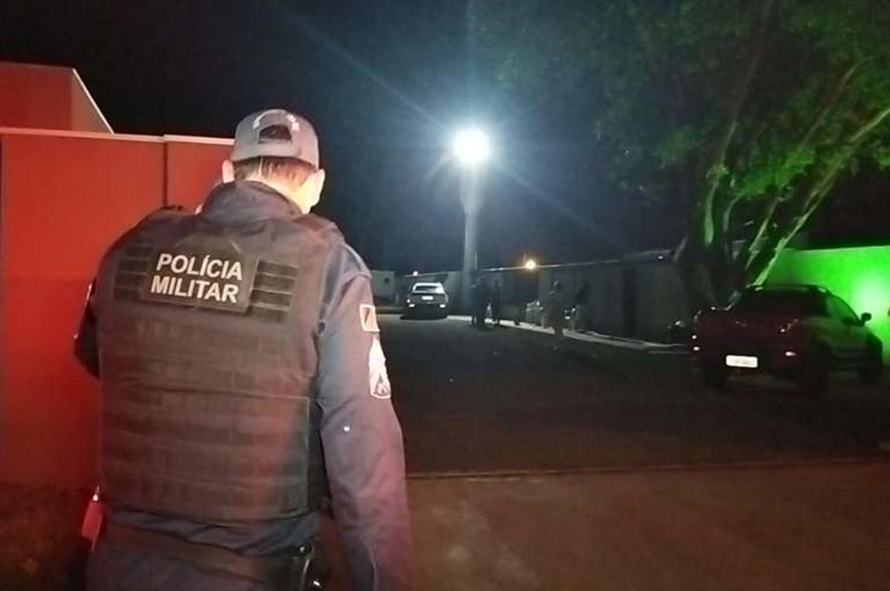 Homem é assassinado a tiros de pistola. Foto: Osvaldo Duarte/Dourados News/Reprodução