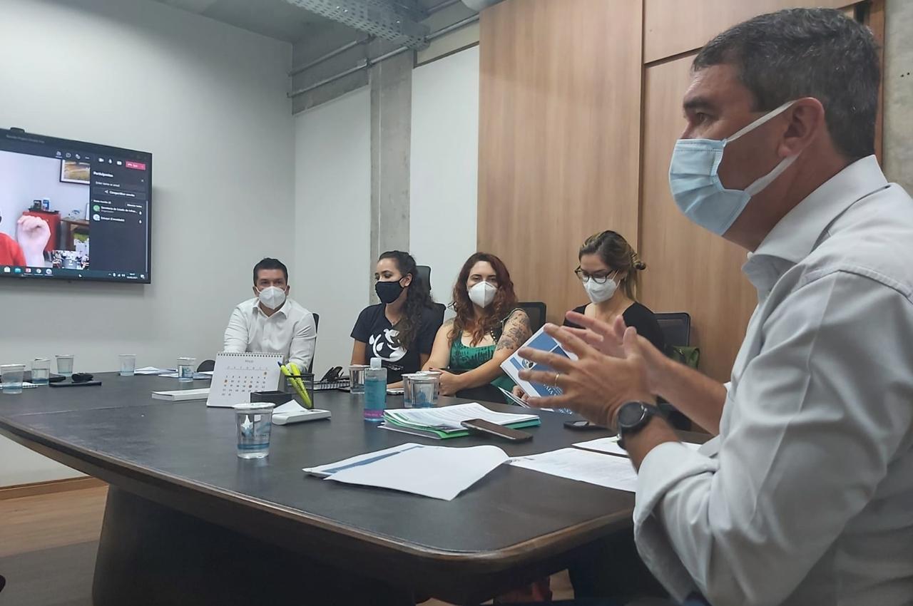 Riedel reuniu-se com representantes de diversas ONG's para alinhamento das necessidades locais. Foto: Ana Brito/Divulgação