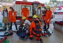 Socorristas tentam reanimar passageiro. Foto: Corpo de Bombeiros/Divulgação