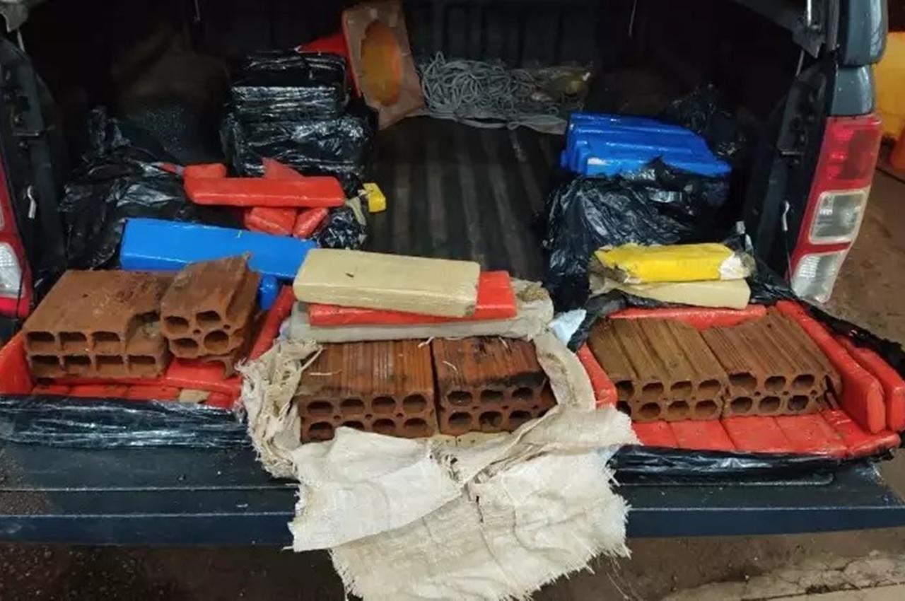 Havia tabletes da droga no meio da carga, que pesaram 71,1 quilos. Foto: Divulgação